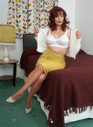 Free Undressing MILF Porn at Housewife Pics