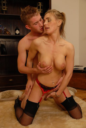 Pictures of muscled up mature pussy