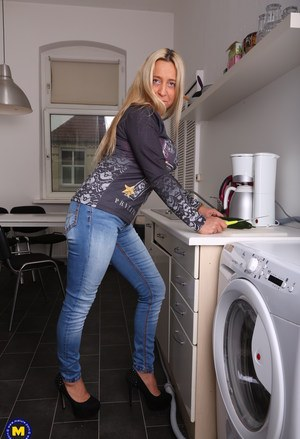 Free MILF Jeans Porn at Housewife Pics