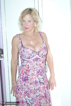 Free Non Nude MILF Porn at Housewife Pics