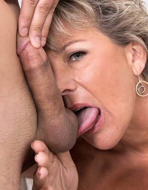 Housewife Ball Licking Pics