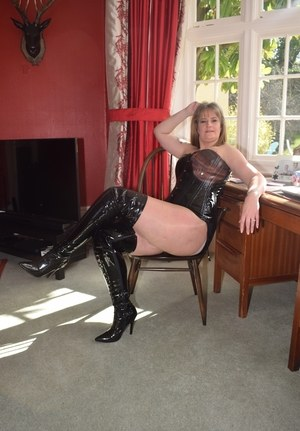 Housewife Boots Pics