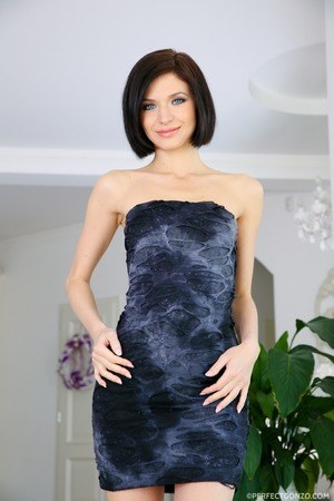 Free Skinny MILF Porn at Housewife Pics